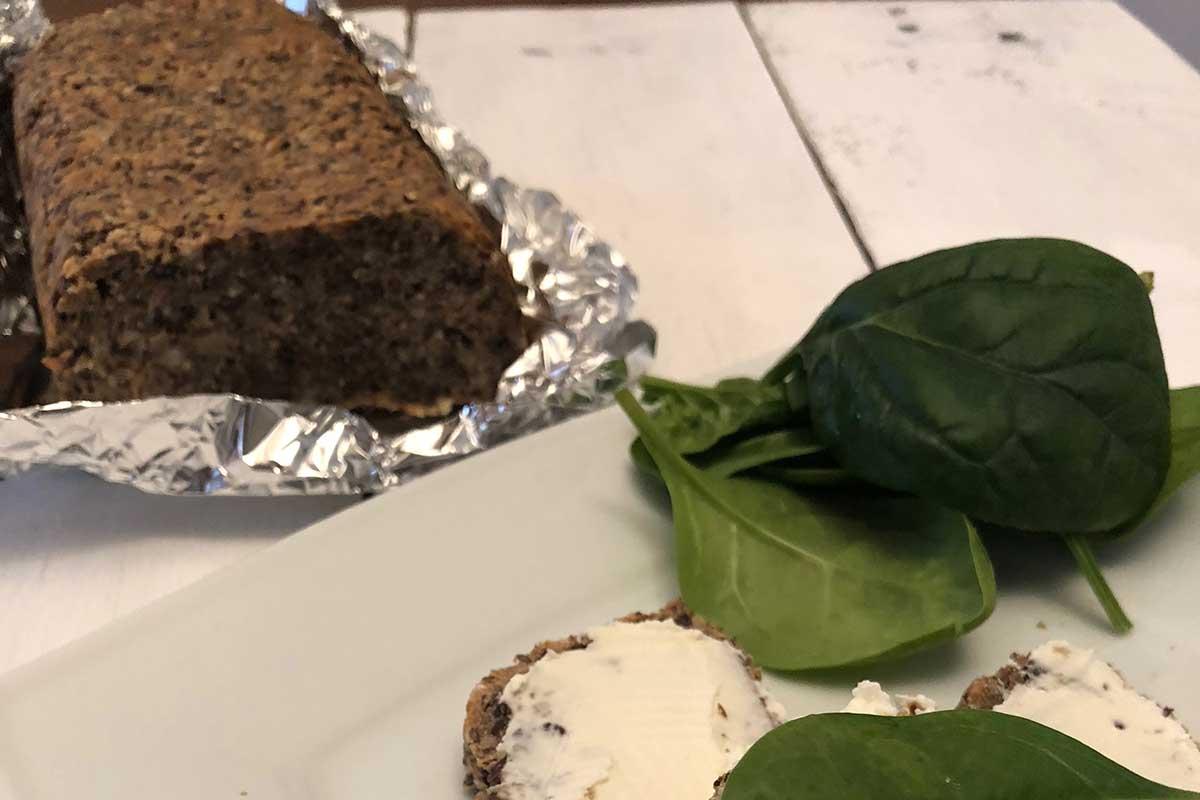 Rezept: Glutenfreies Brot aus Samen und Nüssen 3