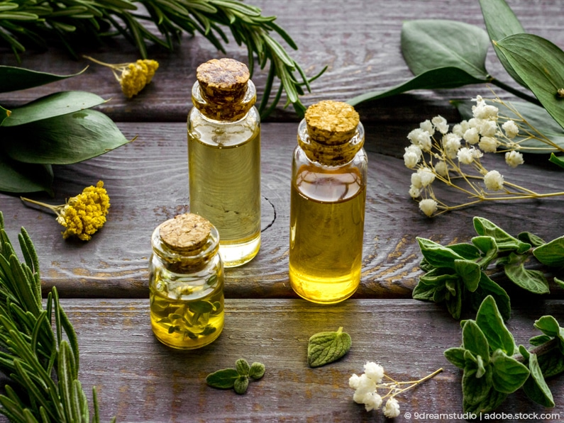 Aromatherapie mit ätherischen Frauenölen